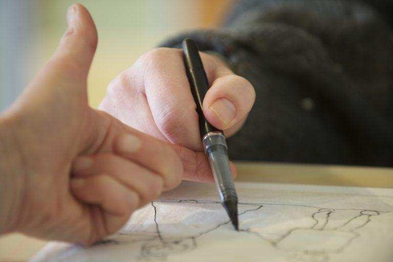 Eine Person zeichnet