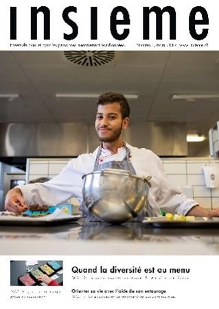 la brochure du magazine insieme présente une jeune apprenti cuisinier en tablier