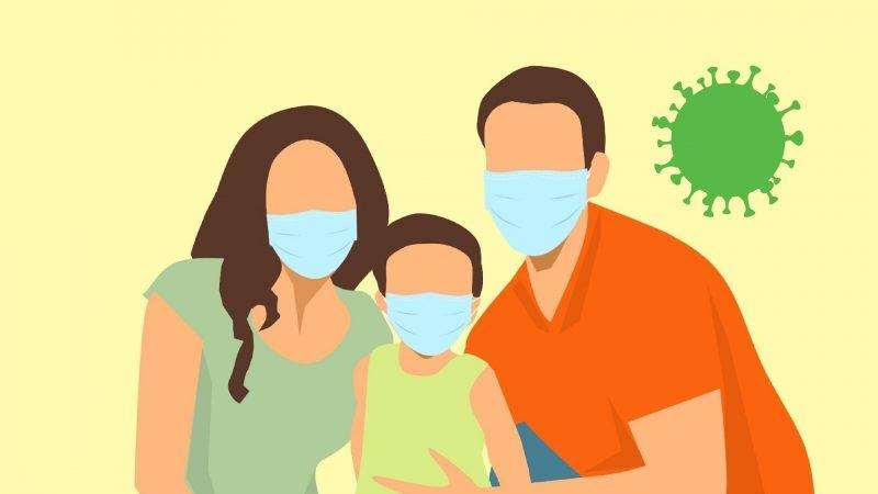 L'illustration montre un couple et son enfant masqués.