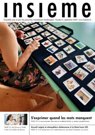 DEs images sont posées sur une table.